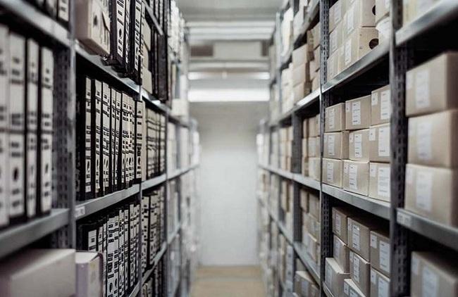Tại Chuyển Nhà 247, chúng tôi với đội ngũ nhân viên được đào tạo bài bản, chuyên nghiệp theo quy trình QA-SGL. Nên sẽ thực hiện nhiệm vụ chăm sóc và quản lý hồ sơ tốt nhất, an toàn nhất. Tất cả hồ sơ tài liệu lưu trữ của bạn đều sẽ được đơn vị chúng tôi tổ chức sắp xếp một cách ngăn nắp, cung cấp đầy đủ vật dụng bảo quản như kệ giá, hộp đựng, nhằm hỗ trợ cho quý khách hàng.